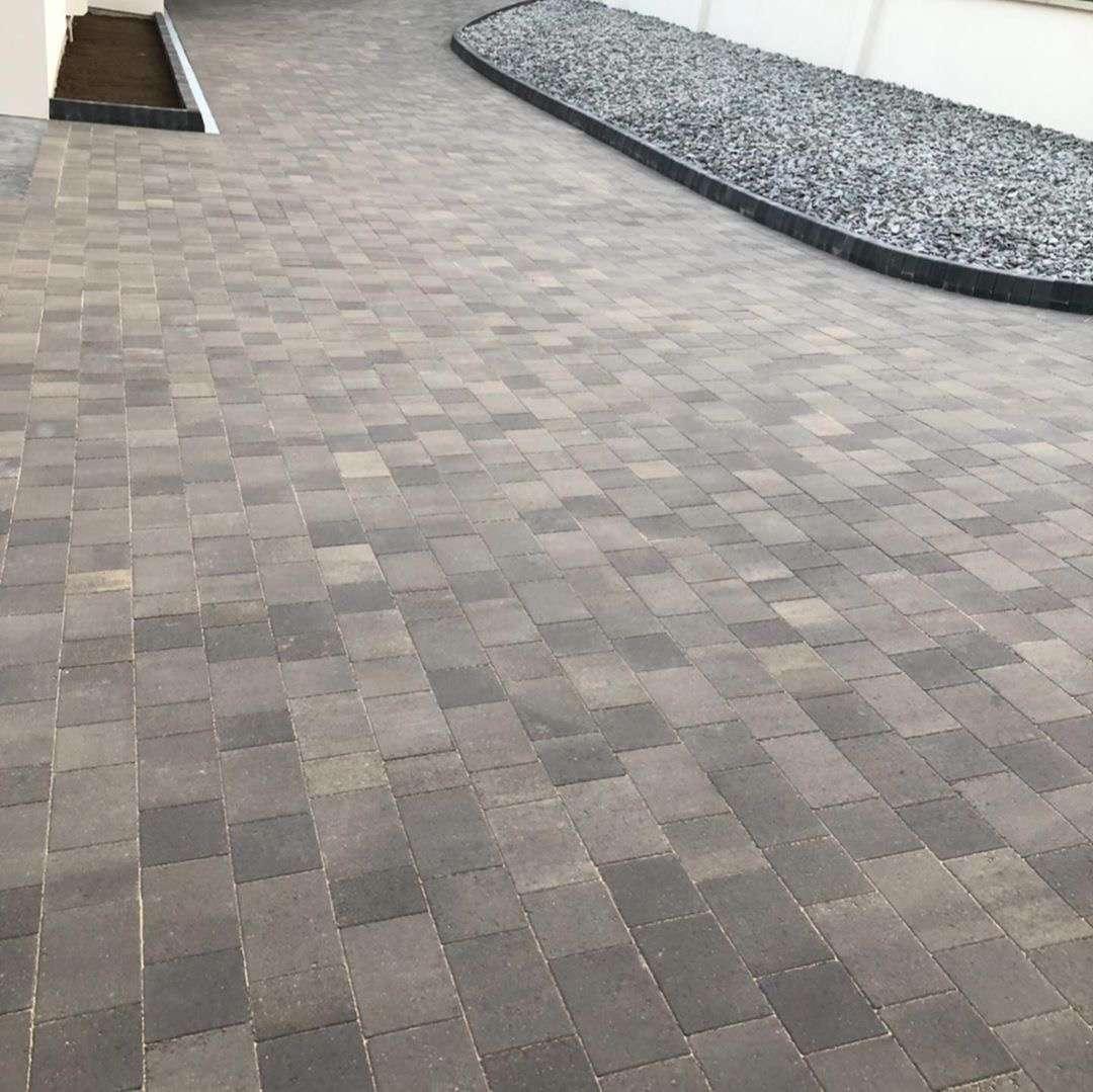 grey tones in new driveway